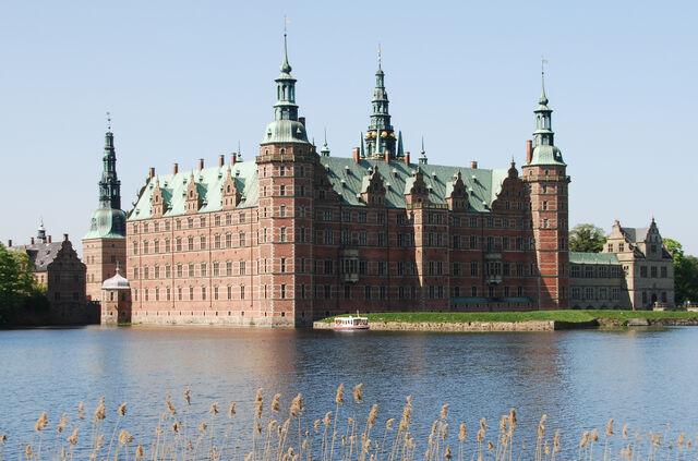 File:RealWorld Frederiksborg Palace.jpg
