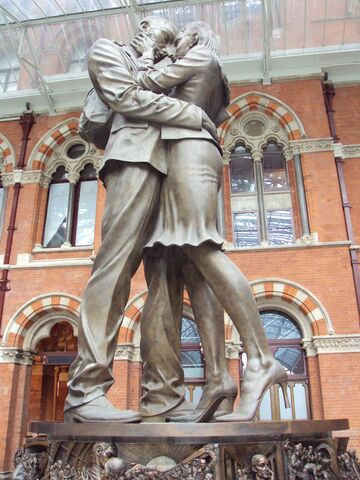 File:RealWorld Statue of Lovers.jpg