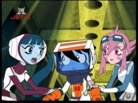 File:Chiro with Space Girls.jpg