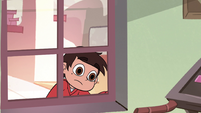 S2E11 Marco Diaz looking inside from the window
