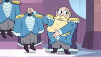 S3E4 King River holding one of his outfits