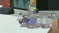 S2E35 Ludo's rat minions bowing to him