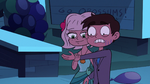 S2E27 Jackie looking at Marco's hand