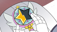 S3E1 Queen Moon holding Star Butterfly's wand