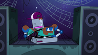 S2E33 Robot DJ covered in rust and cobwebs