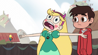 S2E29 Star Butterfly 'these lights came out'
