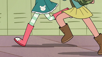 S2E16 Close-up on Star and Janna's feet