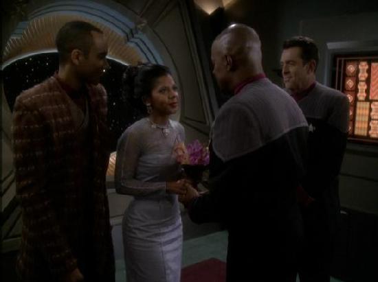File:Sisko marries Kasidy.jpg
