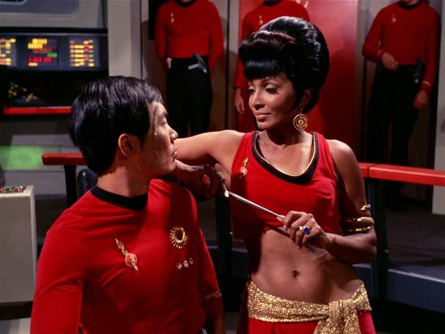 File:Uhura distracts Hikaru Sulu (mirror).jpg