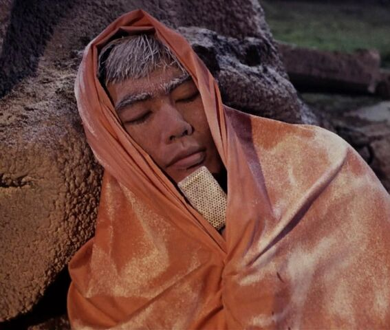 File:1000px-Hikaru Sulu suffering from hypothermia.jpg