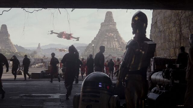 File:3P0 and R2 Rogue One.jpg