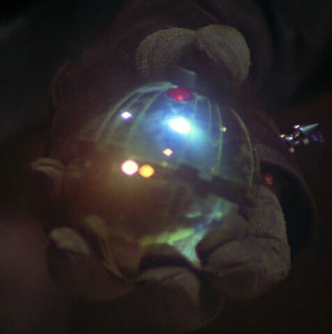 File:RotJ Leia holding Thermal Detonator.jpg