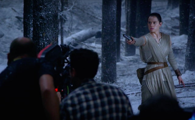 File:Daisy Ridley films lightsaber duel.png