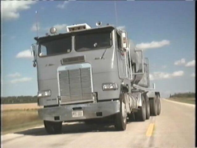 File:Trucks 573.jpg