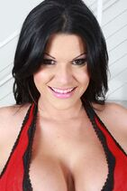 Angelina as Gleicy Ruiz