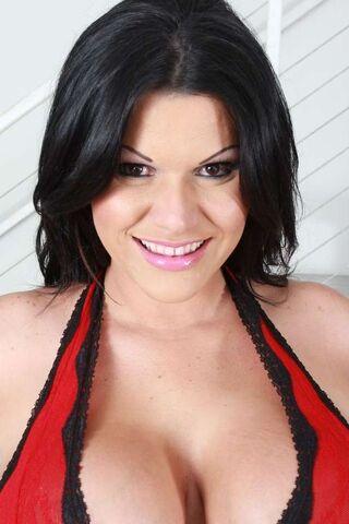 File:Angelina as Gleicy Ruiz.jpg