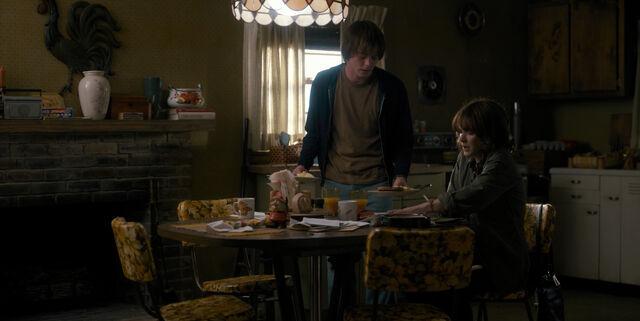 File:ST 1x02 Byers Kitchen.jpg