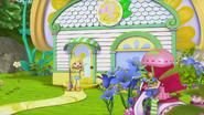 Lemon is greeting Strawberry