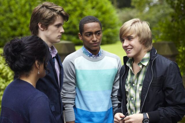 File:Mick leaving the House of Anubis.jpg