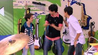Violetta - Momento musical Los chicos cantan ¨Dile que sí¨