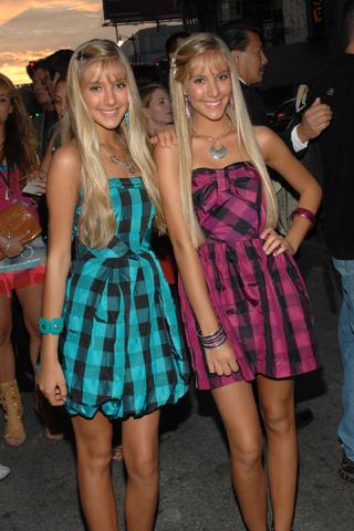 File:Camilla and Rebecca Rosso (4).png