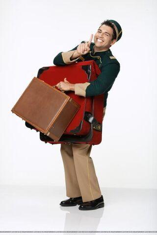 File:Esteban holding bags.jpg