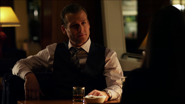 File:S01E01P18 Harvey.png