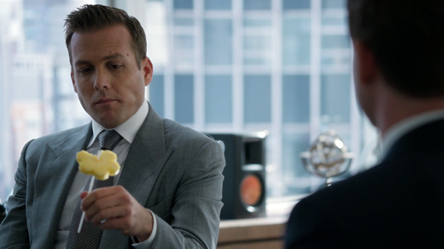 File:Harvey's Pineapple (2x02).png