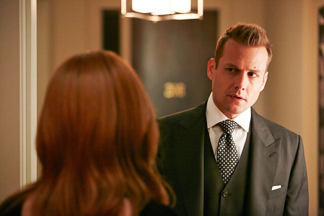 File:S05E02Promo06 - Harvey.jpg
