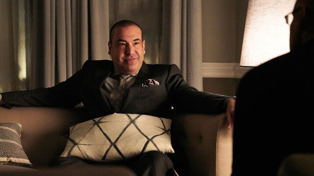 File:Louis Litt - Suits 7x05 Promotional.jpg