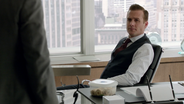 File:S01E05P037 Harvey.png