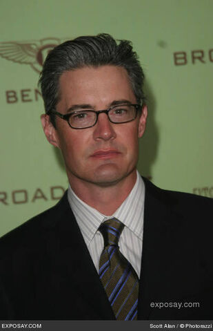 File:Kyle-maclachlan-12th-annual-elton-john-aids-foundation-oscar-party-co-hosted-by-in-style-arrivals-dvvR0c.jpg