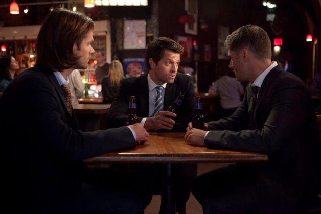 Fichier:Supernatural-season-9-episode-9-sam-cas-dean-suits.jpg