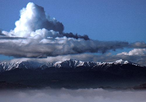 File:Tararuas from Mount Victoria, Wellington, New Zealand, 1 July 2006.jpg