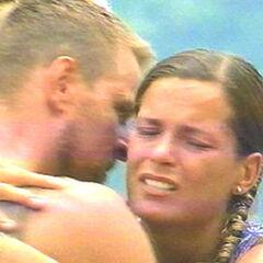 A tearful goodbye between Johan and Roxana following his elimination