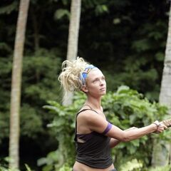 Kelly Sharbaugh competes for the women's individual immunity.