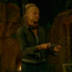 Kelley uses her second Hidden Immunity Idol.