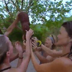 Maraamu wins their first Immunity Challenge.