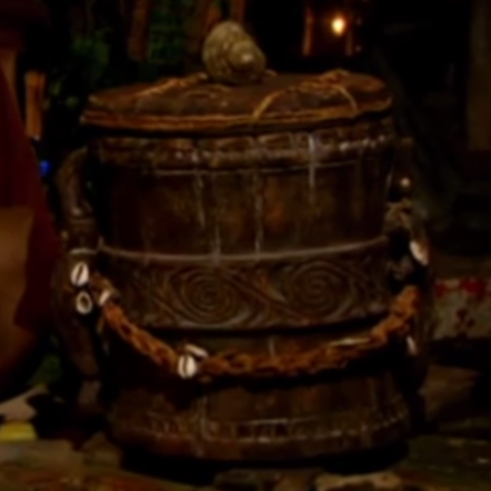 File:Heroes vs. Villains Urn.png