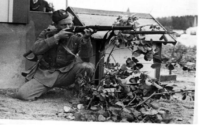 File:Svensk soldat WW2.jpg