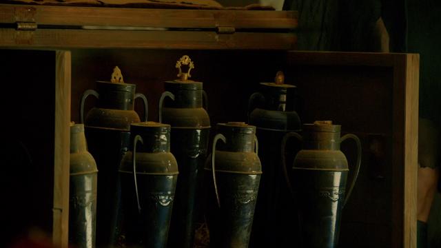 File:Amphorae.png