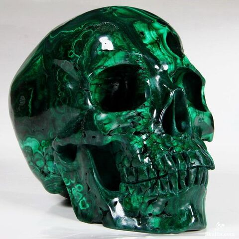 Skull-sculpture made of malachite.