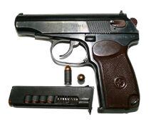 1024px-9-мм пистолет Макарова с патронами