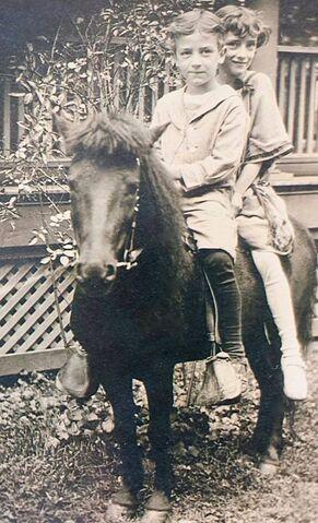 File:Leo Ferris & Edna Ferris Pony.jpg