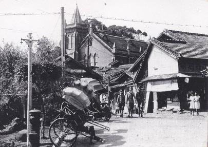 檔案:1940馬偕街口與教堂.jpg