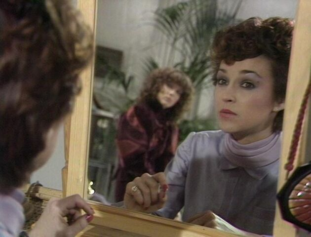 File:Tegan in the mirror.jpg