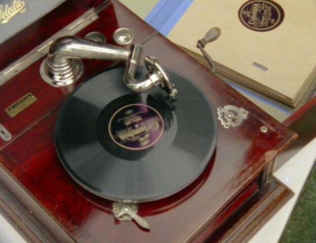 File:Record player.jpg