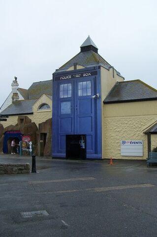 File:Exhibition Lands End.jpg