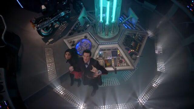 File:TARDIS shakes.jpg