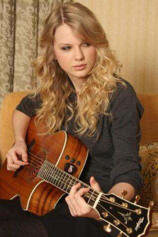 File:Taylor-Swift-guitar.jpg